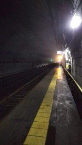 地下の駅。筒石駅